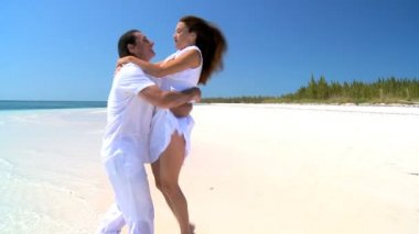Happy Couple on Tropical Island Beach — Stock Video