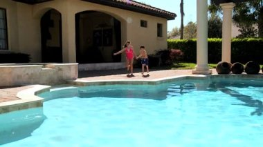 Kids Taking the Plunge — Stock Video