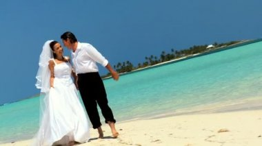 Barefoot Wedding Couple on Paradise Beach — Stock Video