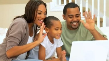 African-American Family Using Online Webchat — Stock Video