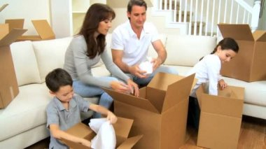 New Home & Beginnings for Young Caucasian Family — Stockvideo