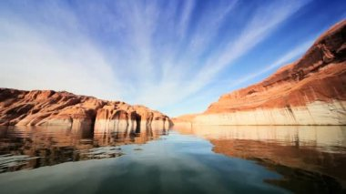 Clear Water Reflections in Lake Powell, Arizona — Stock Video