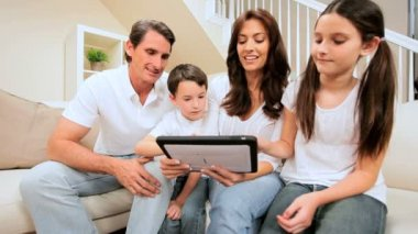 Family Using Wireless Tablet — Stock Video