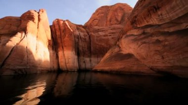 Sandstone Cliffs of Lake Powell, Arizona — Stock Video