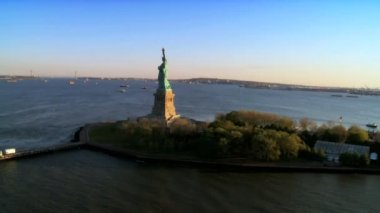 Aerial view Statue of Liberty, Manhattan, New York, North America — Stock Video