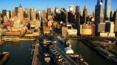 Aerial view of New Yorks many Piers in the Financial District of Manhattan, USA — Stock Video