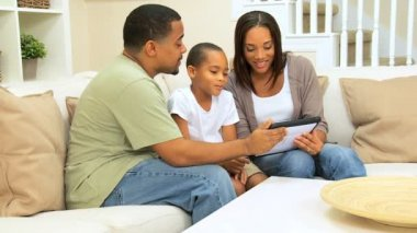 Ethnic Family Using Wireless Tablet Technology — Stock Video