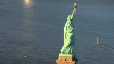 Aerial view of the Statue of Liberty, Ellis Island Manhattan, NY, USA — Stock Video