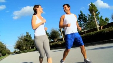 Active Couple on Exercise Programme — Stock Video