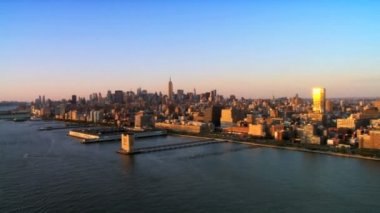 Skyline Aerial Panoramic view of Manhattan at Sunset, NY, USA — Stock Video