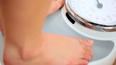 Feet in Close-up on Weighing Scales — Stock Video