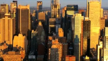Aerial view of Manhattans Iconic Skyscrapers, New York City, USA — Stock Video