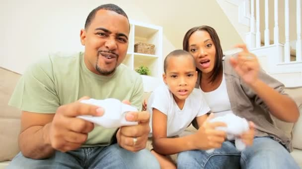 Ethnic Family Fun with Electronic Games — Vidéo