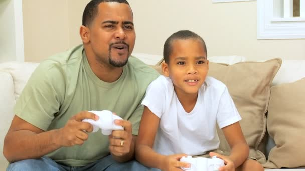Father & Son Competing on a Games Console — Vidéo