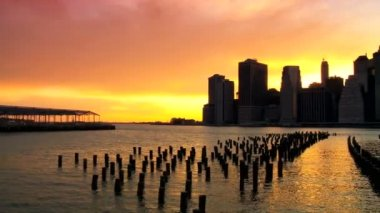 Sunset over the Hudson River Manhattan, Financial District, NY, USA — Stock Video