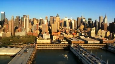 Aerial view of Midtown Manhattan and Piers, New York City, USA — Stock Video