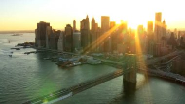 Aerial view of New York Financial District, Brooklyn Bridge, North America — Stock Video