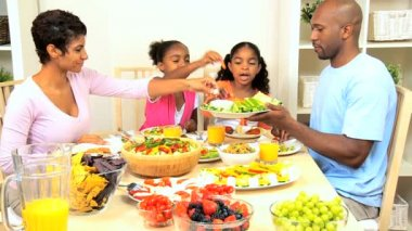 African American Family Enjoying a Healthy Lunch — Stock Video