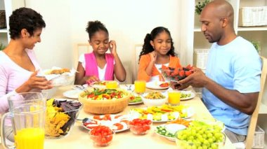 African American Family Healthy Eating — Stockvideo