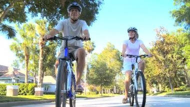 Retirement Healthy Lifestyle with Cycling Seniors — Stock Video