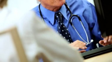 Mature Caucasian Consultant with Patient — 图库视频影像