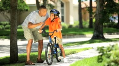 Young Ethnic Father Encouraging Son on Bicycle — Stock Video