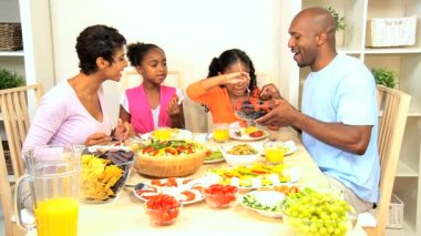 African American Family Eating Healthy Lunch — Stock Video