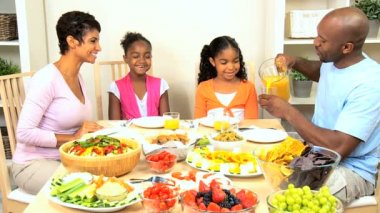African American Family Enjoying Healthy Eating — Stock Video