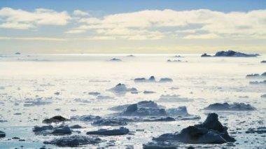 Pan Viiew of Freezing Air Lying Between Ice Floes — Stock Video