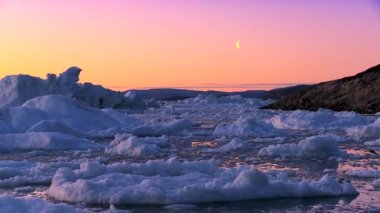Arctic Sunset over Frozen Landscape — Stock Video
