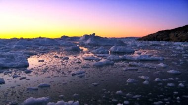 Sunset over Icebergs & Ice Floes — Stock Video