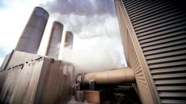 Power Plant Producing Geothermal Energy — Stock Video