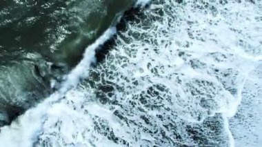 Aerial View of Crashing Waves on Icelandic Beach, Arctic Region — Stock Video