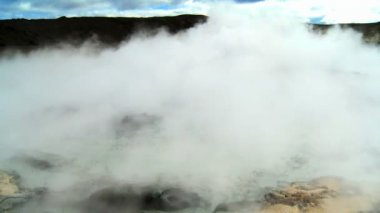 Swirling Steam from Hot Volcanic Springs — Stok video