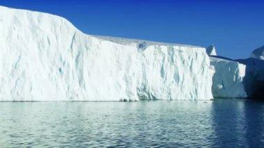 Large Iceberg Adrift in the Arctic — Stock Video #23258490