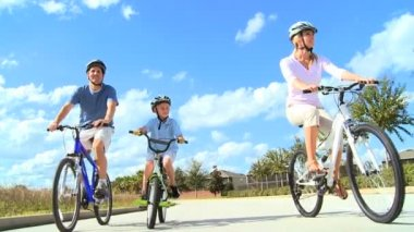 Family Healthy Cycling Fitness — Stock Video