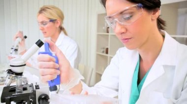 Research Assistants Using Test Tubes and Pipettes — Stock Video