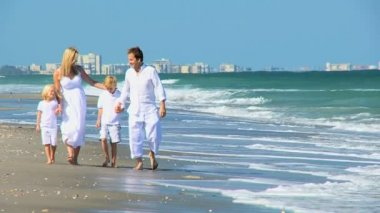 Loving Family Walking on the Beach — Stok video