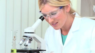 Female Research Assistant in Hospital Laboratory — Stock Video