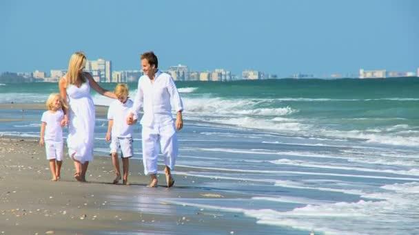 Loving Family Walking on the Beach — Vidéo