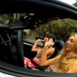 Californië meisjes in luxe cabriolet — Stockvideo