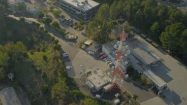 Aerial radio telecommunication mast, USA — Stock Video