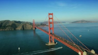 Aerial view of nautical vessels, road traffic, Golden Gate Bridge, USA — Stock Video