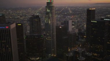 Aerial city view at dusk of downtown Los Angeles, USA — Stock Video