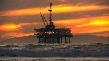 Iron Structure Coastal Oil Drilling Dusk — Stock Video