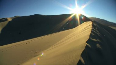 Time lapse Setting Sun on Sand Dunes — Stock Video