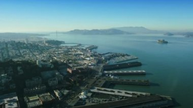 Aerial view over Fishermans Wharf and Alcatraz, USA — Stock Video