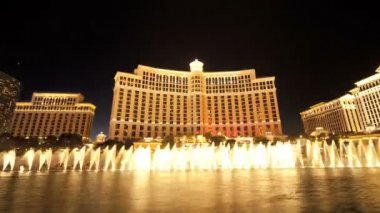 Time lapse Bellagio Fountains Night Las Vegas — Stock Video
