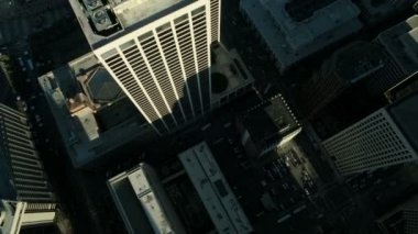 Aerial vertical view of rooftop skyscrapers USA — 图库视频影像