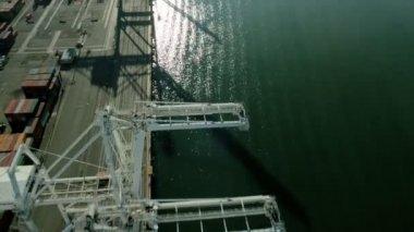 Aerial view of commercial lifting cranes Port of Oakland, San Francisco, USA — Vídeo de stock